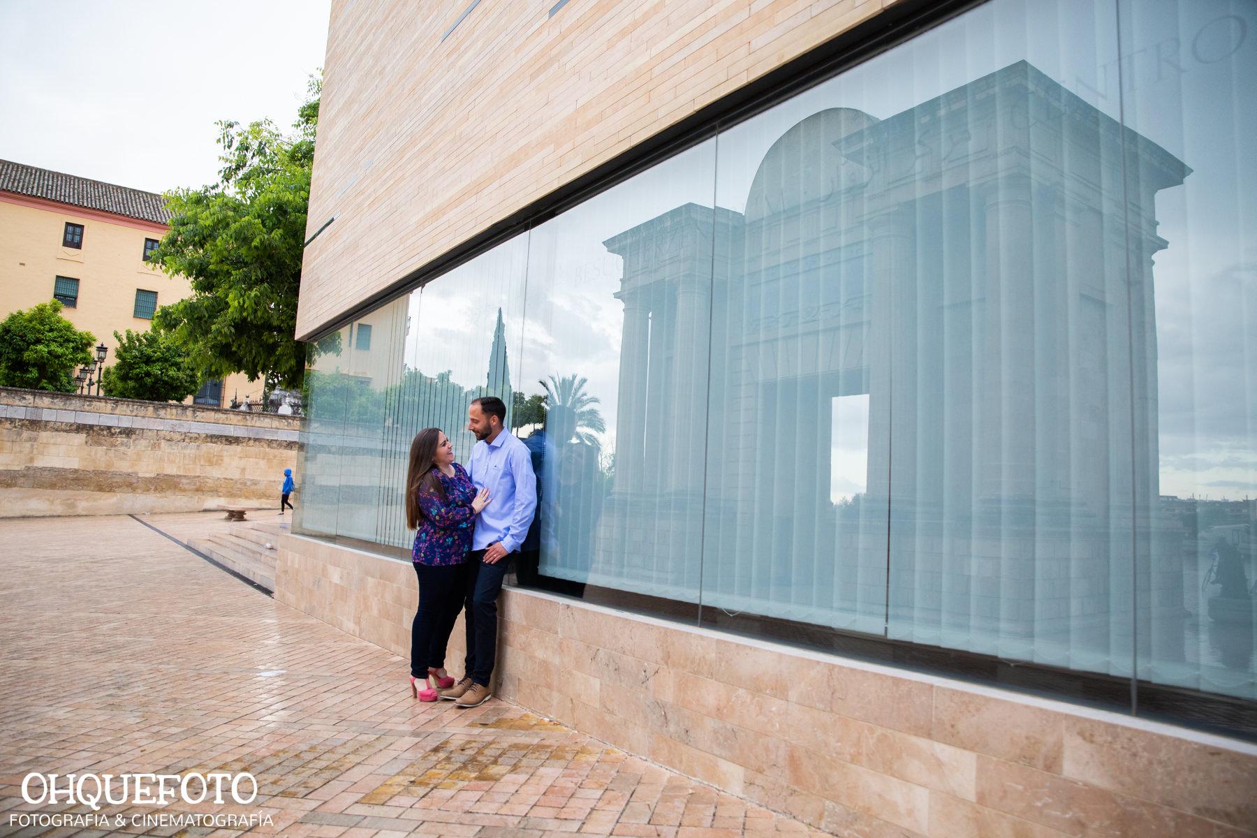 preboda en la judería de cordoba preboda en puente romano cordoba fotos de preboda en cordoba reportaje antes de la boda400 - Reportaje de preboda en la Judería de Córdoba - Elena y Jose