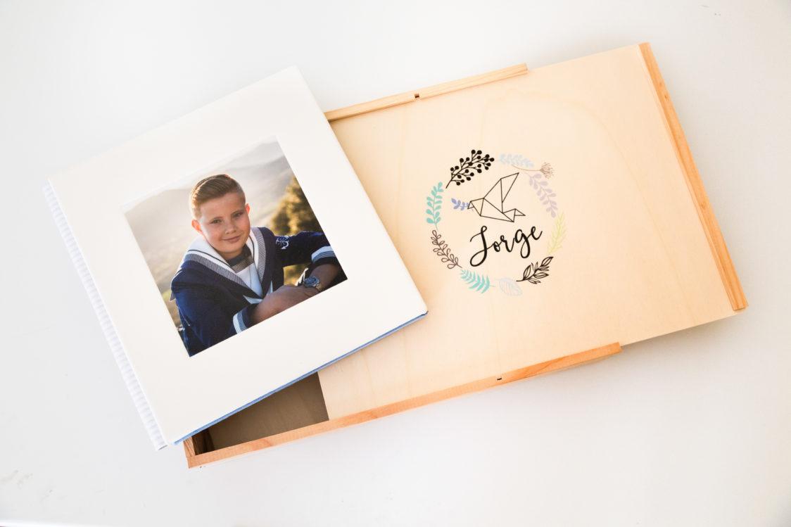 fotografos-comuniones-vigo-La-mejor-fotógrafa-de-comuniones-de-Vigo-ohquefoto-fotografia-infantil-album-comunion-caja-madera4